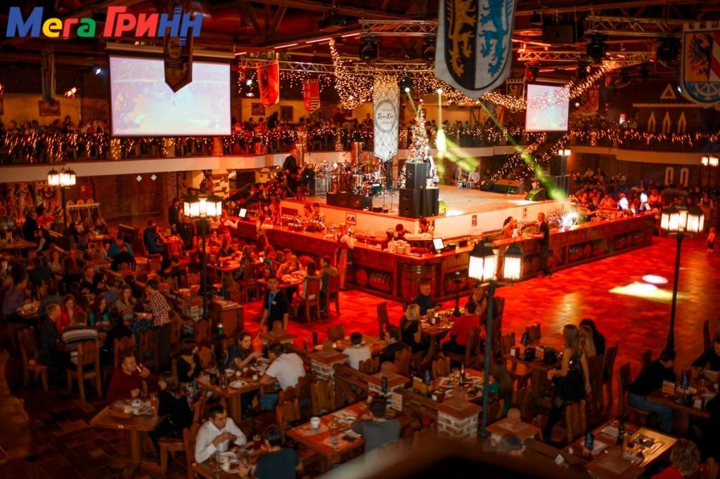 Площадь ресторана-пивоварни составляет две тысячи квадратных метров, а вмещает он полторы тысячи посадочных мест!